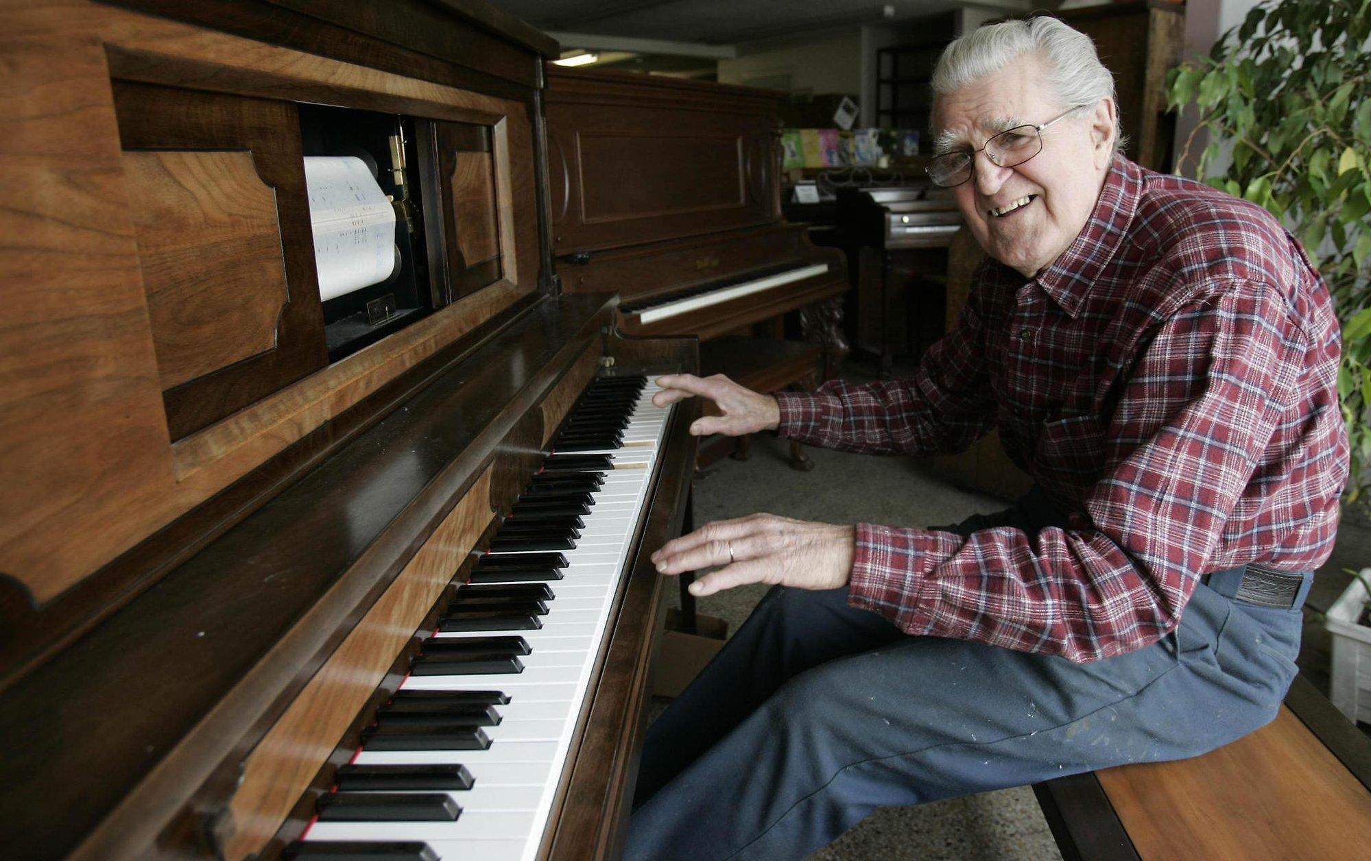 Có vẻ như có rất ít hy vọng cho những người học piano muộn. Tuy nhiên, bắt đầu học piano ở độ tuổi thiếu niên, 20, 30, 60, và hơn thế nữa, cũng có rất nhiều lợi thế.