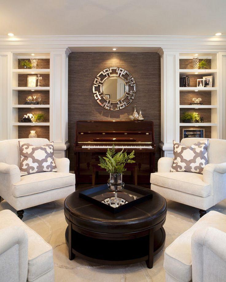"""Với những người đã an cư, việc """"tậu"""" một cây đàn piano cho ngôi nhà của mình không có gì phải băn khoăn. Nhưng với những người chỉ sống bằng đồng lương ba cọc ba đồng, mọi chi tiêu sinh hoạt đều dựa vào thu nhập cá nhân, mua một cái nhà đã là ước mơ quá xa xỉ, huống hồ là sắm một cây đàn piano để thỏa niềm đam mê chơi đàn."""