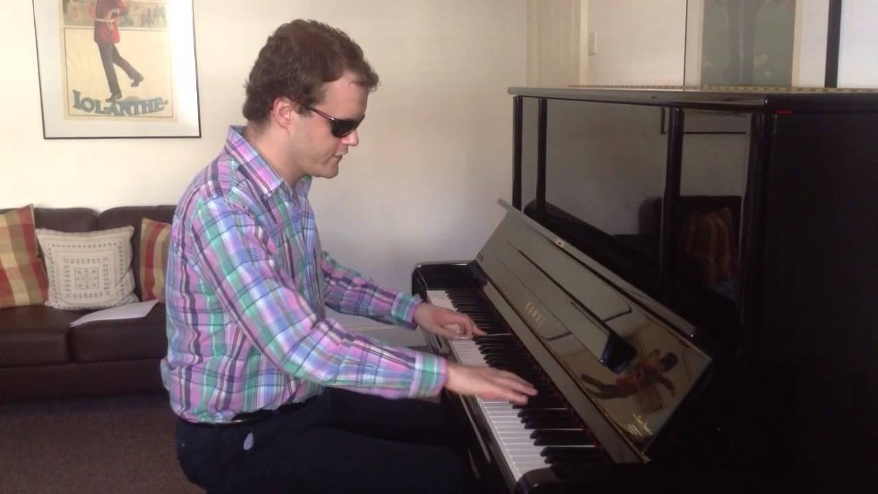 Bài viết này sẽ điểm mặt một số thần đồng âm nhạc mắc bệnh tự kỷ ở Việt Nam và trên thế giới - có thể chơi piano và thuộc hàng nghìn bản nhạc.