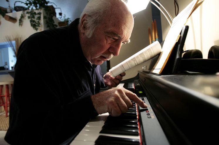 Bạn đang ở tuổi 30, 40 hay thậm chí 70 và bạn tự hỏi không biết bây giờ mình mới học đàn piano thì có quá muộn hay không? Lớn tuổi rồi học piano đến bao giờ mới chơi được, rồi người ta có cười cho không?... Hãy nhớ rằng bạn vẫn còn cả quãng đời còn lại để chơi.