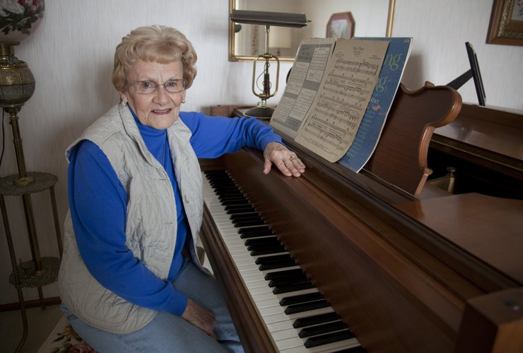 Image result for học đàn piano người lớn