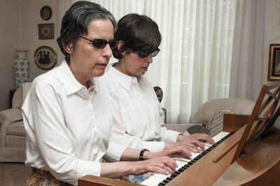 """Không phải ngẫu nhiên mà piano được mệnh danh là """"ông hoàng của các loại nhạc cụ"""". Để có những màn trình diễn """"đốn tim"""" khán giả đòi hỏi người chơi piano phải khổ luyện không ngừng."""