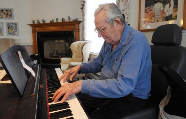 """""""Ước gì mình đã học đàn sớm hơn ..."""", """"Giá mà hồi nhỏ mình chuyên tâm luyện đàn thì…"""". Đôi lúc nào đó trong đời, bạn đã thốt lên như thế và thấy hối tiếc quãng thời gian đã qua. Ngoảnh lại, bạn thấy mình đã 40, 50 hay thậm chí 80 và thấy lừng khừng với việc có nên học đàn piano ở độ tuổi hiện tại hay không. Trước khi đưa ra quyết định, bạn hãy thử xét xem mình có thuộc típ người trung niên nào sau đây hay không nhé!"""