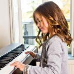 nen-mua-dan-piano-dien-hay-piano-co-vay-okaka