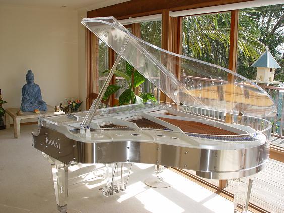 can-canh-nhung-cay-dan-piano-bang-pha-le-noi-tieng-cua-kawai-05