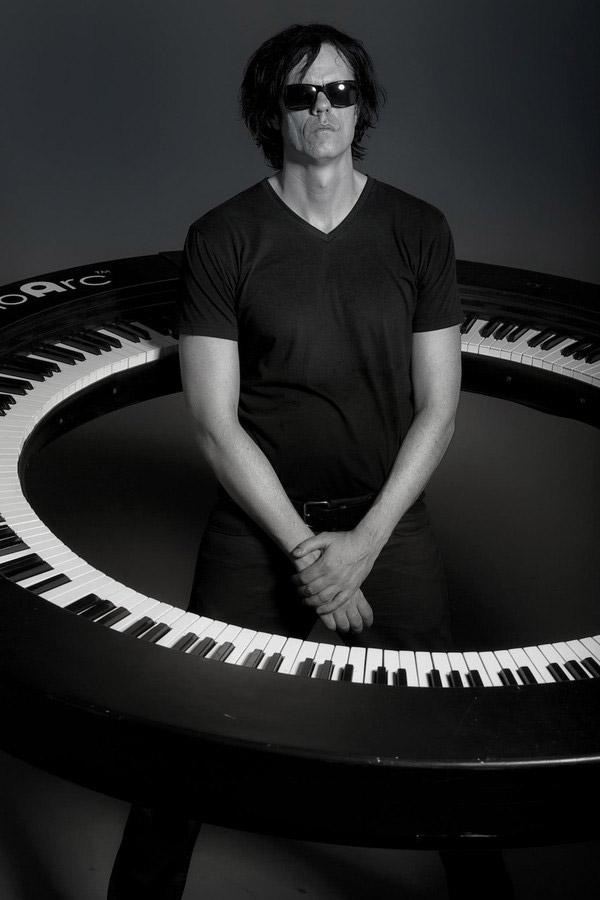 Nếunghĩ đàn piano chỉ có thể được thiết kế theo2 kiểu dáng truyền thống là upright piano và grand piano thì có lẽ bạn đã lầm.Bạn đã bao giờ nghe nói đến cây đàn piano hình tròn chưa?