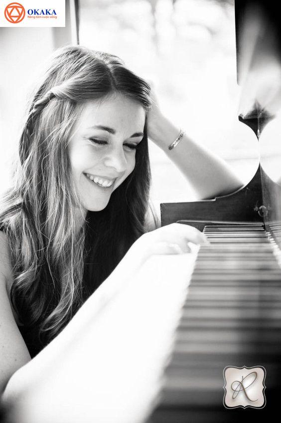 Để đầu tư một chiếc đàn piano – dù là piano cơ hay piano điện – đòi hỏi phải bỏ ra một số tiền khá lớn. Chưa kể thị trường đàn piano hiện nay khá xôm tụ, cũ mới lẫn lộn. Đó cũng là lý do nhiều người e ngại không biết có nên mua đàn piano online. Nếu cũng có chung nỗi lo canh cánh như thế khi mua đàn piano trên mạng thì hãy đón đọc bài viết sau đây bạn nhé!