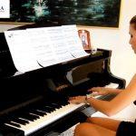 Hoang mang giá đàn piano trên thị trường
