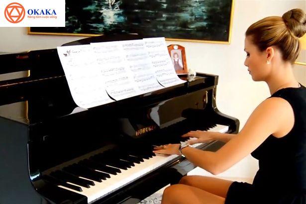 Thử search giá đàn piano trên Google, hẳn bạn tá hỏa khi phát hiện mỗi cửa hàng có mức giá khác nhau, thậm chí còn chênh lệch ở mức cao. Đặt mình ở tâm thế người lần đầu đi mua đàn piano (cả piano điện lẫn piano cơ), bản thân OKAKA Music cũng thấy hoang mang quá đỗi! Thế nên, hôm nay OKAKA Music muốn chia sẻ đến bạn những điều liên quan đến giá đàn piano trên thị trường với mong muốn giúp bạn tìm được một cây đàn piano phù hợp túi tiền.