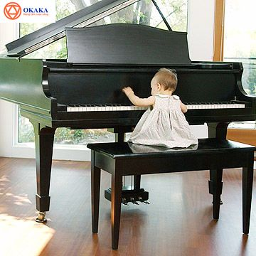 Mua đàn piano cho bé có thể là một công việc khó khăn, đặc biệt nếu bạn không phải là nghệ sĩ dương cầm, nhạc sĩ, người biết chơi nhạc hay yêu nhạc và bạn sẽ khó xác định loại đàn piano để mua hay mức đầu tư phù hợp. Trong suốt thời gian qua, OKAKA đã nhận được rất nhiều thắc mắc của các bậc cha mẹ về việc mua đàn piano cho bé. Hy vọng với 5 điều được chỉ ra trong bài viết, các bậc phụ huynh sẽ có thêm kiến thức và sự tự tin để ra quyết định, thay vì nhắm mắt đưa chân mua đại.