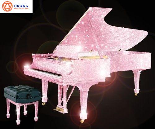 Đàn piano là một nhạc cụ đặc biệt ở nhiều mặt, nó có một sức hút mãnh liệt với bất kì ai đã từng nghe, xem và biết về nó. Giá trị của piano không chỉ đơn giản nằm ở sự kì diệu của thanh âm nó mang lại mà còn ở cả khía cạnh lịch sử thú vị. Dù là một nhạc công piano chuyên nghiệp, một người chơi piano góp vui cho gia đình hay chỉ là một thực khách mong muốn thưởng thức thứ âm nhạc trừu tượng của piano, bạn cũng sẽ không khỏi bất ngờ khi một lần được nghe về lịch sử đàn piano ngày nay.