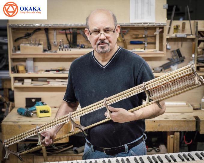 Một cây grand piano Steinway & Sons bao gồm 12.116 chi tiết, và phải mất ít nhất một năm để chế tạo ra một cây đàn piano hoàn hảo như vậy. Chiêm ngưỡng những bức ảnh chụp xưởng sản xuất đàn piano Steinway & Sons ở Astoria, Queens dưới ống kính nhiếp ảnh gia Christopher Payne qua cuốn sách ảnh Making Steinway, bạn sẽ không khỏi kinh ngạc về sự kỳ công trong quy trình sản xuất đàn piano của hãng đàn danh tiếng nhất thế giới này.