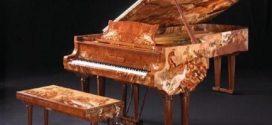 Đàn piano càng đắt tiền thì chơi càng hay đúng không OKAKA?