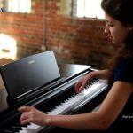 Sử dụng bàn phím Graded Hammer Standard (GHS) và động cơ âm thanh Pure CF, đàn piano điện Yamaha YDP-143 dòng Arius mang lại âm thanh và độ nhạy phím đáp ứng nhu cầu của bất kỳ người chơi nào.