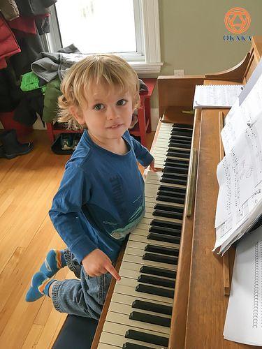 Nếu bạn có một đứa trẻ quan tâm đến việc học piano, việc đầu tư một nhạc cụ như piano có thể sẽ là quá sức nếu bạn và gia đình có ngân sách đã được ấn định. Việc chọn thuê đàn piano cho bé học lúc này thực sự là lựa chọn lý tưởng, đặc biệt nếu con bạn chưa bao giờ chơi nhạc cụ trong quá khứ. Dưới đây là những lưu ý thiết thực bạn cần note lại để xem xét khi cần thuê đàn piano cho bé tập.