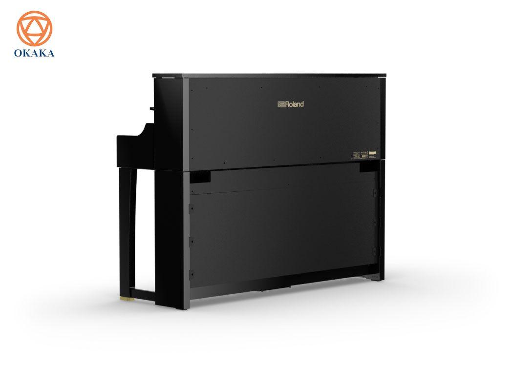 Đàn piano điện Roland LX-17 kết nối với điện thoại thông minh hoặc máy tính bảng qua công nghệ Bluetooth® để bạn có thể nghe các ứng dụng tạo nhạc hoặc tham gia các bài học piano trực tuyến thông qua hệ thống âm thanh 8 loa tích hợp sẵn trên đàn. Mặc dù có kích thước nhỏ gọn, LX-17 với kiểu dáng sang trọng là chiếc đàn piano điện cao nhất của Roland và nó chắc chắn sẽ tạo ra một tác động lớn trong ngôi nhà của bạn, đặc biệt với hai màu gỗ mun bóng và màu trắng bóng để bạn chọn.