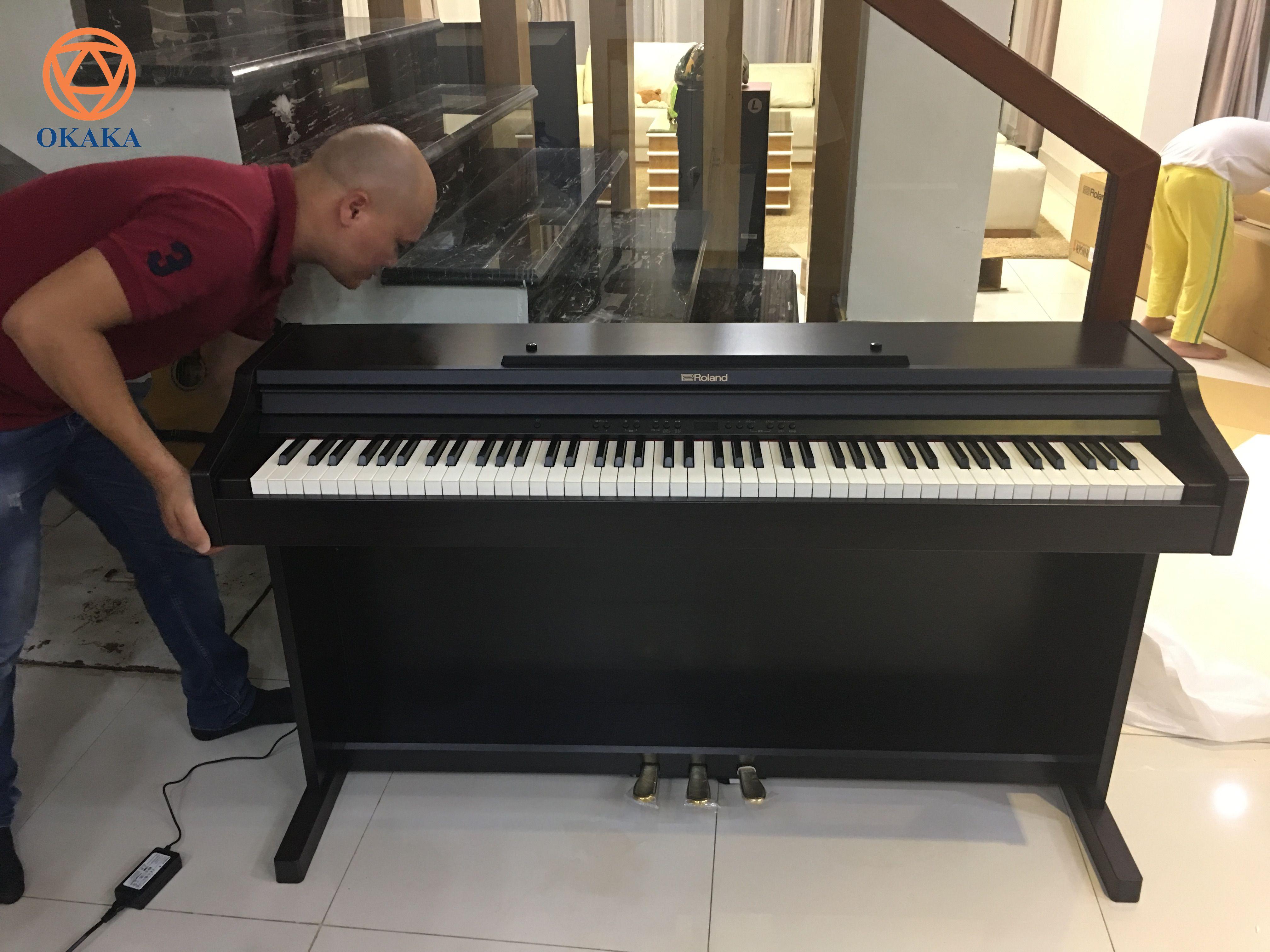 RP-501R của Roland hiện đang là model bán chạy nhờ giá thấp nhưng có nhiều tính năng vượt trội hơn hẳn những model có cùng mức giá. Vậy thì giá đàn piano điện Roland RP-501R có phải là lý do duy nhất khiến bạn mở ví?
