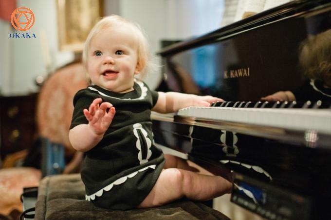 Con bạn có mắc hội chứng rối loạn tăng động giảm chú ý (Attention-Deficit Hyperactivity Disorder – ADHD) không? Nếu có, các bài học piano có thể giúp bạn và bé rất nhiều! Học chơi đàn piano là một trong những hoạt động học tập tốt nhất mà một đứa trẻ mắc hội chứng này có thể tham gia. Rất ít chương trình sinh hoạt ngoại khóa can thiệp cùng một lúc vào cảm giác và tinh thần của trẻ, điều này làm cho các bài học piano trở thành một lựa chọn tuyệt vời cho trẻ mắc hội chứng ADHD.