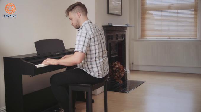 Tích hợp công nghệ thường chỉ có trên các cây đàn piano hạng sang của Roland, đàn piano điện Roland RP-102 với kiểu dáng tủ đứng gọn gàng và 3 pedal tích hợp mang lại âm thanh và độ nhạy phím đầy cảm hứng thực sự là ứng viên sáng giá cho người mới học.