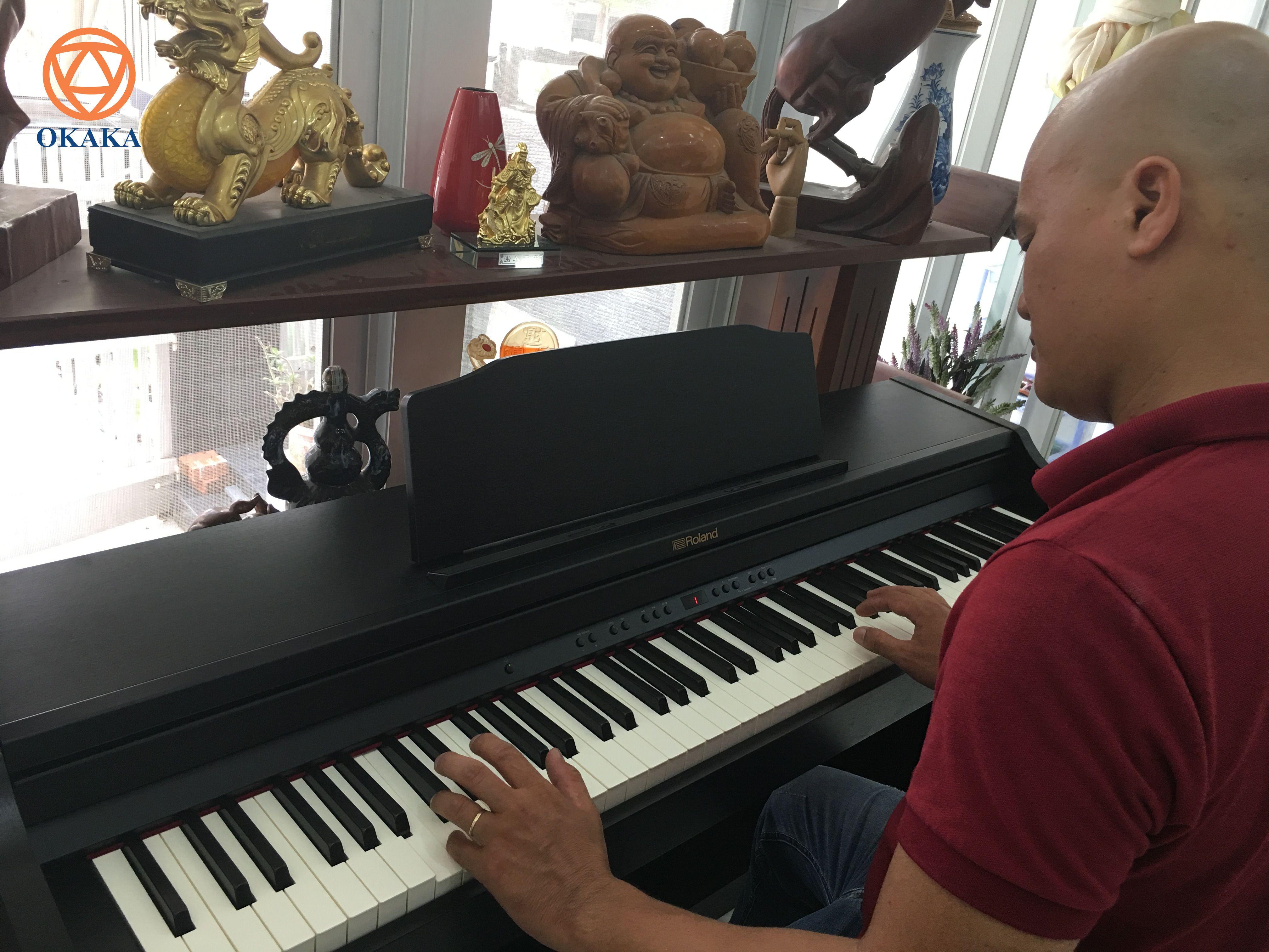 Nói đến phân khúc thị trường đàn piano điện trong tầm giá 20-30 triệu, đàn piano điện Roland RP-302 là cái tên được nhắc đến khá nhiều và nhanh chóng chiếm được cảm tình của người dùng.