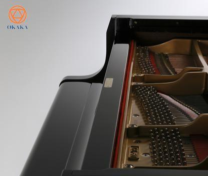 """Đàn piano cơ Kawai GL-10 thể hiện sự chú ý tỉ mỉ đến từng chi tiết cũng như chất lượng thường được tìm thấy trong một cây đàn grand piano – đây là cây """"baby grand"""" cổ điển sẽ đáp ứng hầu hết mọi căn phòng."""