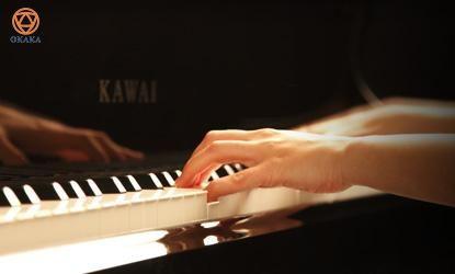 Đàn upright piano Kawai K-700 mang đến âm thanh chất lượng và sức biểu cảm, tự hào với thiết kế bên ngoài theo kiểu grand piano truyền thống của Kawai. Các giá trị vượt trội sẽ đáp ứng nhu cầu của những người muốn sở hữu một cây grand piano nhưng không có đủ không gian.
