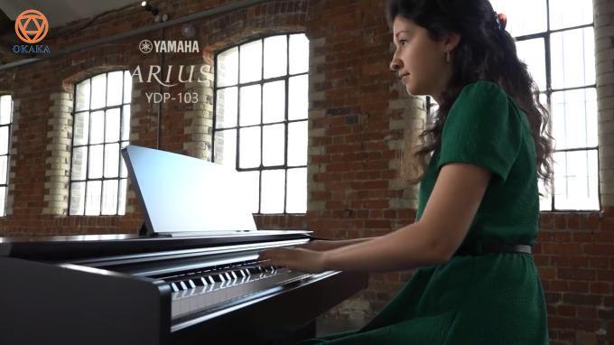YDP-103 là chiếc piano điện kiểu dáng upright có giá cả phải chăng nhất của Yamaha. Đây là model đàn piano điện dành cho bé và cho người mới học đang tìm kiếm âm thanh piano tuyệt vời trong một cây đàn piano điện có đầy đủ tính năng nhưng ngân sách lại hạn chế. Bài viết này sẽ xét xem đàn piano điện Yamaha YDP-103 có phải là một sự bổ sung đáng giá cho dòng sản phẩm Arius hay không, đồng thời so sánh nó với một số cây đàn piano điện khác trong dòng Arius như YDP-143, YDP-163 và YDP-181.